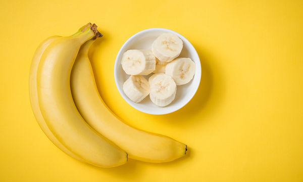 Δείτε το κόλπο για να μη μαυρίζουν οι μπανάνες σας (βίντεο)