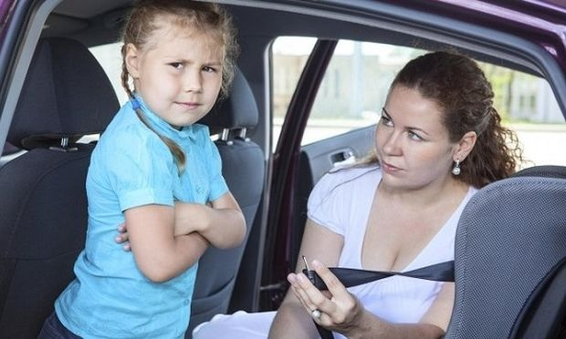 'Οταν το παιδί αρνείται να καθίσει στο κάθισμα του αυτοκινήτου
