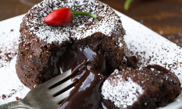 Πεντανόστιμο και εύκολο υγρό κέικ σοκολάτας
