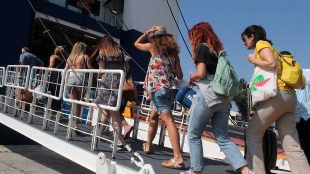 Γεμάτα φεύγουν τα πλοία-Έκτακτα μέτρα στις εθνικές οδούς ενόψει Δεκαπενταύγουστου