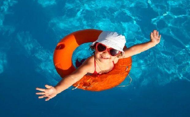 Αντηλιακό και παιδί: Βασικοί κανόνες που δεν πρέπει να ξεχνάτε