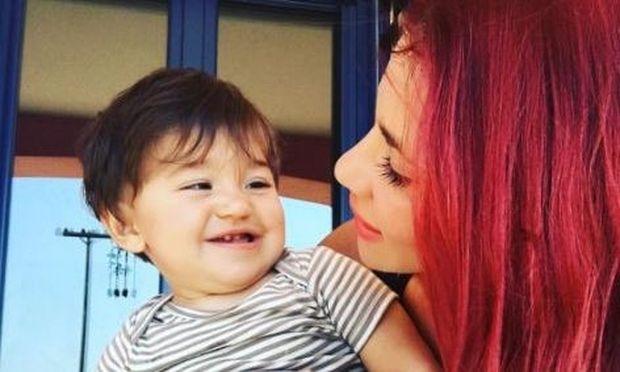 Αννέτ Αρτάνι: «Δεν είναι καθόλου εύκολο να έχεις κατάθλιψη ειδικά όταν έχεις ένα παιδί»