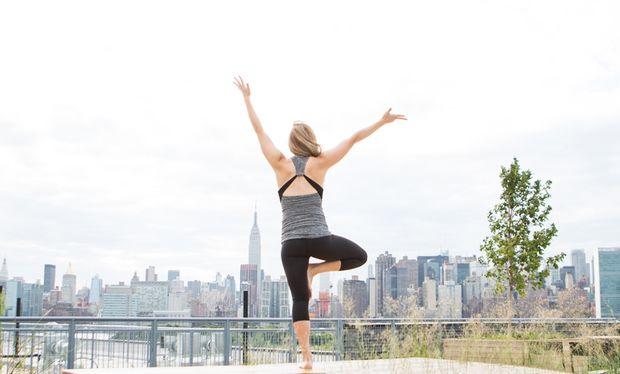 Εγκυμοσύνη και γυμναστική: Εύκολες ασκήσεις yoga (βίντεο)