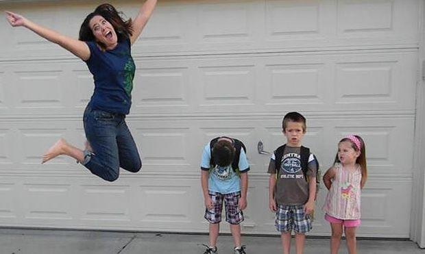Πώς νιώθουν οι γονείς που τα παιδιά τους επιστρέφουν στο σχολείο! Ένα ξεκαρδιστικό φωτογραφικό άλμπουμ