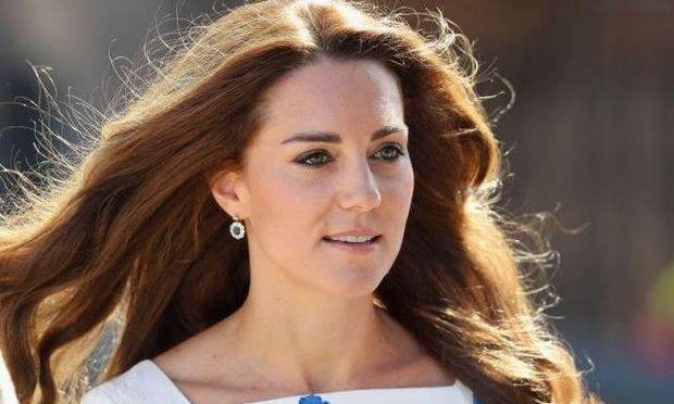 Kate Middleton: Ο πρίγκιπας George τα κάνει όλα άνω κάτω στην κουζίνα όταν μαγειρεύουν μαζί