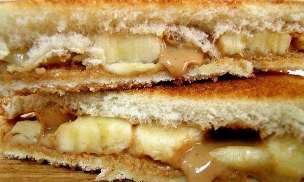 Yγιεινό τοστ με φυστικοβούτυρο, μπανάνα και μέλι!