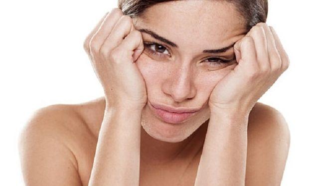 Καθημερινά λάθη που γερνούν το δέρμα σας