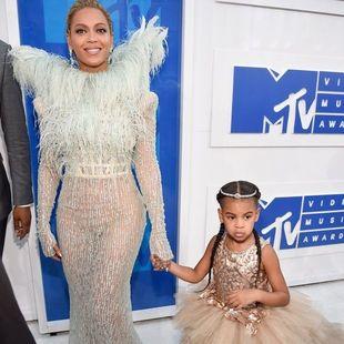 Κατά μάνα, κατά κόρη: Δες από πολύ κοντά τις πλεξούδες της Beyoncé και της Blue Ivy!
