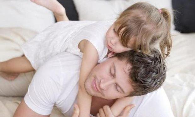 Μελέτη σε νέους άνδρες προβλέπει αν θα εγκαταλείψουν τα παιδιά τους