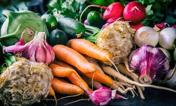 Ένα γρήγορο τρικ για πιο καθαρά φρούτα και λαχανικά! (βίντεο)