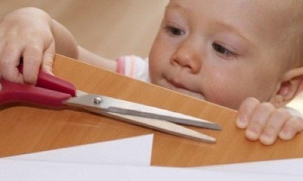 Ασφάλεια παιδιού στο σπίτι: Τα μέτρα που πρέπει να πάρουν οι γονείς