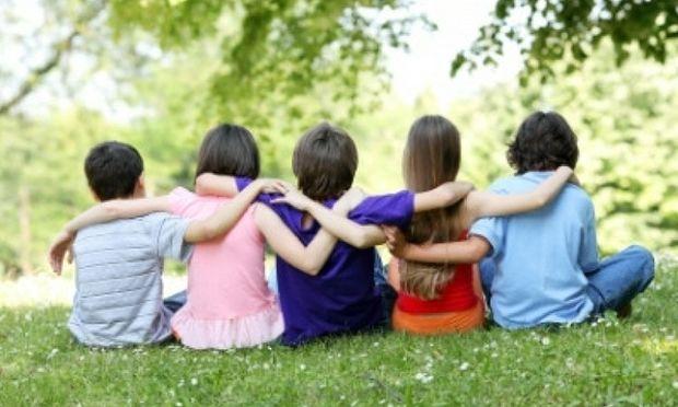 Βοηθήστε το παιδί σας με ΔΕΠΥ να κάνει φίλους στο σχολείο