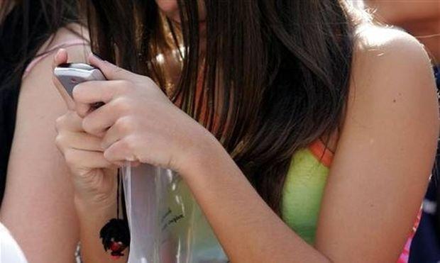 ΠΡΟΣΟΧΗ: Τέλος τα κινητά στα σχολεία