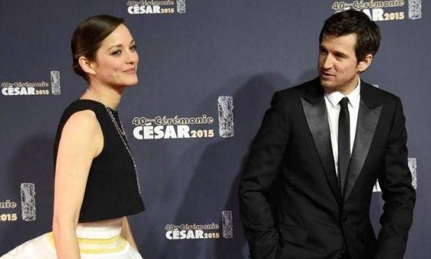 Το οργισμένο ξέσπασμα του συζύγου της Cotillard για Pitt-Jolie: «Αναμεταδίδετε συνεχώς σκ...τά»