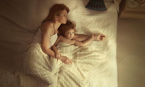 μαμά σεξ με κόρες αγόρι κορίτσια δίνουν Πεολειξία