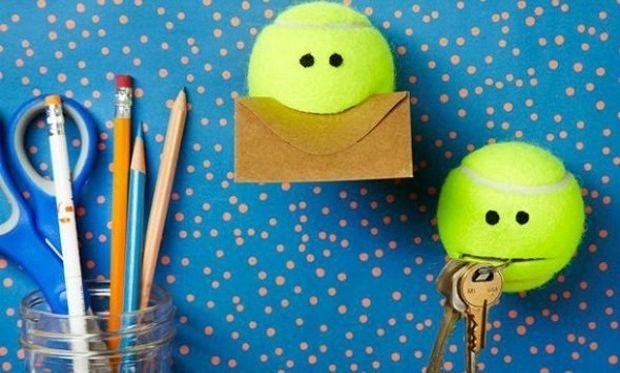 Πώς μπορείτε να αξιοποιήσετε ένα απλό μπαλάκι του τένις (φωτό και βίντεο)