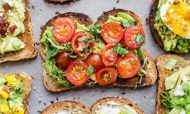 4 υγιεινές συνταγές για να φάτε το αβοκάντο. Διαλέξτε και... φτιάξτε την αγαπημένη σας!