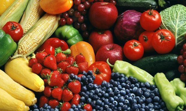 Φρούτα και λαχανικά: έτσι θα καταφέρετε να μη λείπουν από το πιάτο του παιδιού (vid)