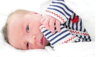 Γέννησε πριν λίγες ώρες και δημοσίευσε την πρώτη φωτογραφία του γιου της