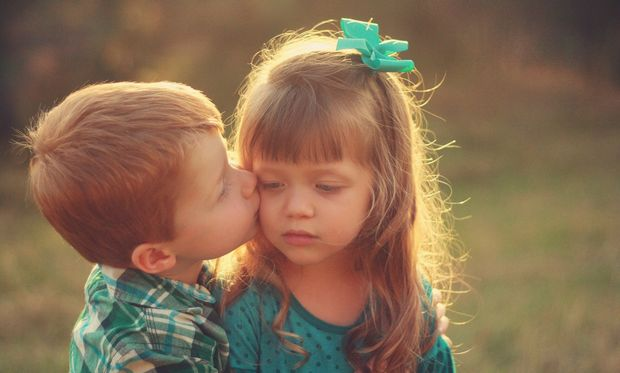 Παιδική σεξουαλικότητα: Ποια είναι τα στάδια στη παιδική ηλικία και τι τα χαρακτηρίζει