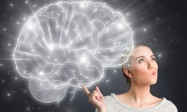 Εκτός όλων των άλλων, στη διάρκεια της περιόδου, αυξομειώνεται κι ο εγκέφαλος!