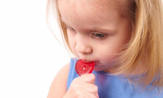 Επτά έξυπνοι τρόποι να μειώσετε την πρόσληψη ζάχαρης στα παιδιά