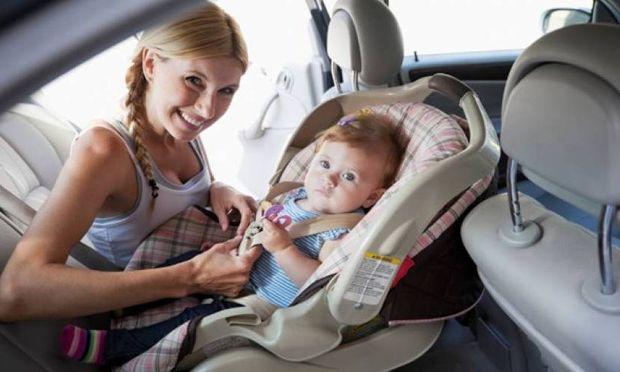 Μωρό στο αυτοκίνητο: Οδηγίες για ασφαλείς διαδρομές