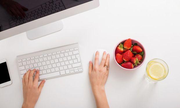 Τι πρέπει να περιλαμβάνει η διατροφή σας εάν κάνετε καθιστική δουλειά