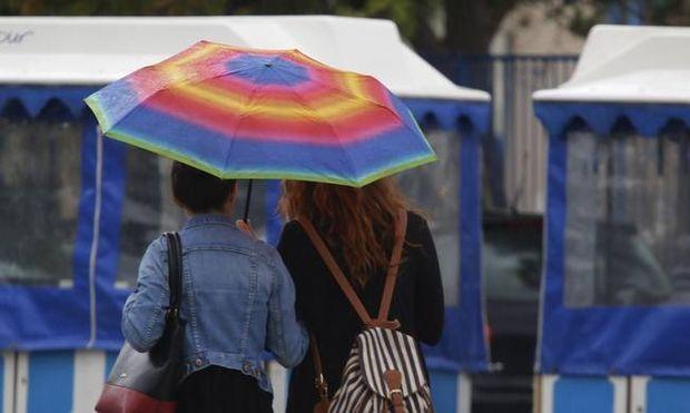 Καιρός: Με βροχές και καταιγίδες θα κυλήσει η Κυριακή