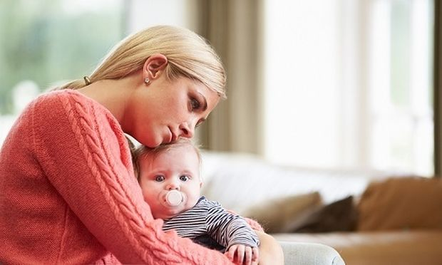 Συναισθηματικές μεταπτώσεις μετά τη γέννα: Πώς να τις αποδεχτείτε και να τις αντιμετωπίσετε