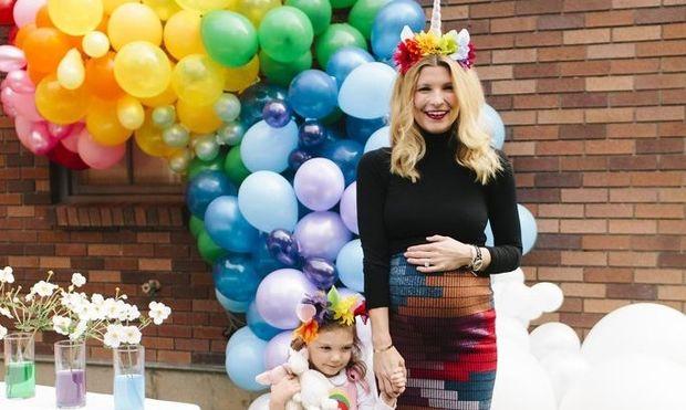 Αυτή η ετοιμόγεννη μαμά, έκανε το πιο χρωματιστό πάρτυ γενεθλίων για την 4χρονη κόρη της!