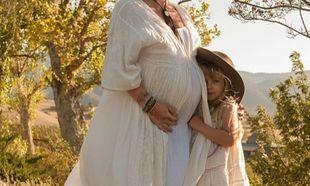 Έκπληξη! Πασίγνωστη τραγουδίστρια ανακοίνωσε την δεύτερη εγκυμοσύνη της πριν μερικές ώρες