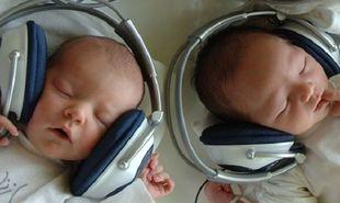 Ποιες είναι οι επιδράσεις της μουσικής στα πρόωρα μωρά στη μονάδα εντατικής νοσηλείας