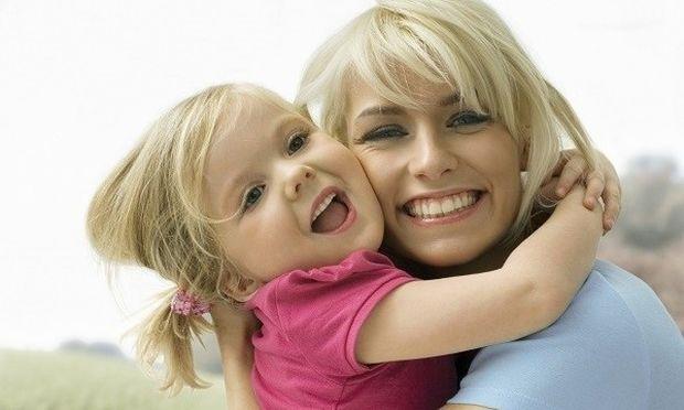 Διδάσκω το παιδί μου με θετικές φράσεις, χωρίς φωνές: 5 φράσεις-κλειδιά για θετική διαπαιδαγώγηση