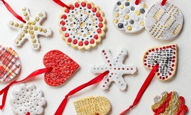 Χειροποίητα χριστουγεννιάτικα στολίδια με ζύμη-Πώς θα τα φτιάξετε