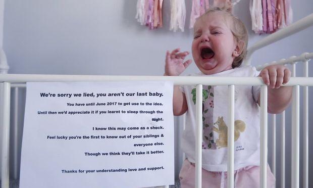 Αυτό το μωρό έχει 7 μήνες να συνειδητοποιήσει ότι θα γίνει η μεγάλη αδελφή!