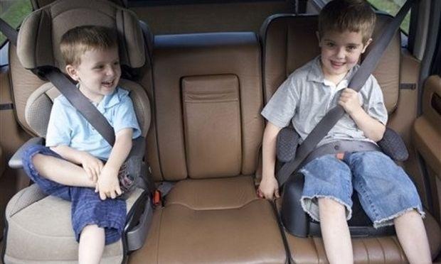 Ποια είναι η ασφαλέστερη θέση στο αυτοκίνητο για το παιδικό κάθισμα;
