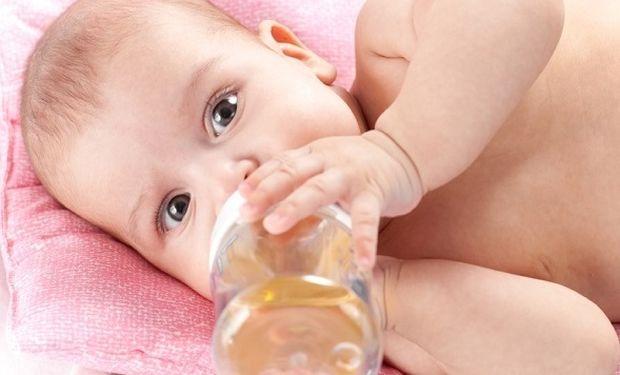 Τι υγρά μπορεί να πίνει ένα μωρό;