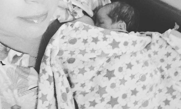 Η πρώτη φωτογραφία με τη νεογέννητη κόρη της!