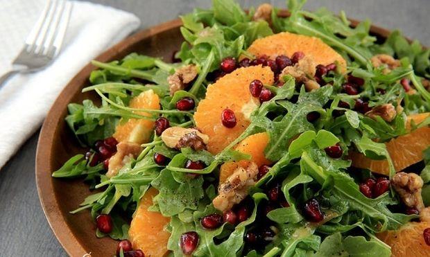 Γιορτινή σαλάτα με ρόδι,καρύδια και μέλι