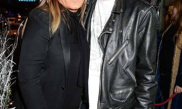 O Lennon Gallagher, φτυστός με τον μπαμπά Liam, σε μία σπάνια εμφάνιση με τη μαμά Patsy Kensit!