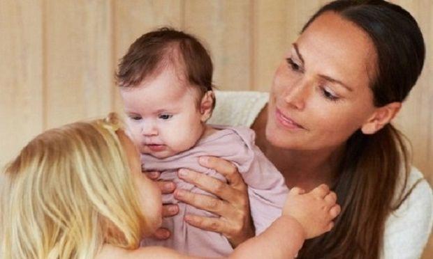 5 πράγματα που μια μαμά σταματά να κάνει όταν αποκτά δεύτερο παιδί