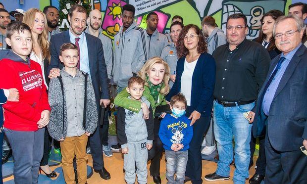 Οι παίκτες της ΚΑΕ Παναθηναϊκός Super Foods κοντά στα παιδιά της «Ελπίδας»