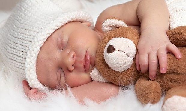Είναι ανησυχητική η εξάρτηση ενός μωρού από ένα παιχνίδι ή αντικείμενο;