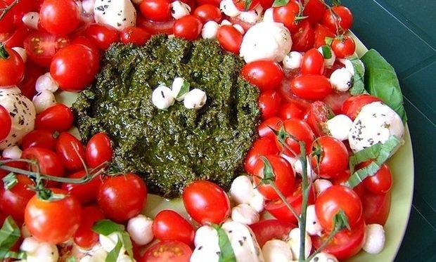 7 ιδέες για τη γιορτινή παρουσίαση της σαλάτας ή των ορεκτικών σας!