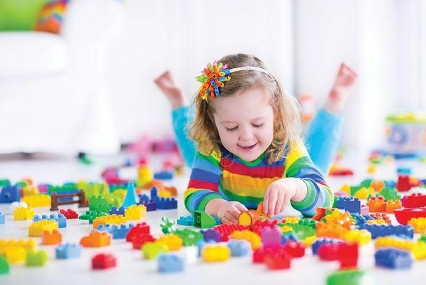Πώς να ενθαρρύνετε το μωρό σας να παίζει ανεξάρτητα