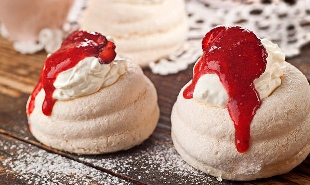 Πάβλοβα: Εντυπωσιακό και εύκολο γιορτινό γλυκό!