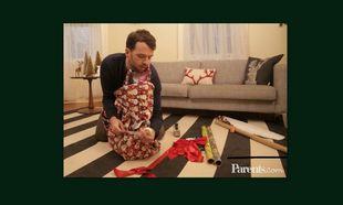 Απολαυστικό: Πώς είναι για ένα ζευγάρι τα Χριστούγεννα πριν και μετά το παιδί (βίντεο)