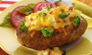 Ψητές γεμιστές πατάτες: Γρήγορη λύση για έξτρα συνοδευτικό ή βραδινό!