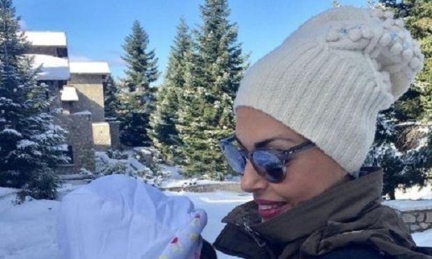 Η Σίσσυ Φειδά με την κόρη της στα χιόνια